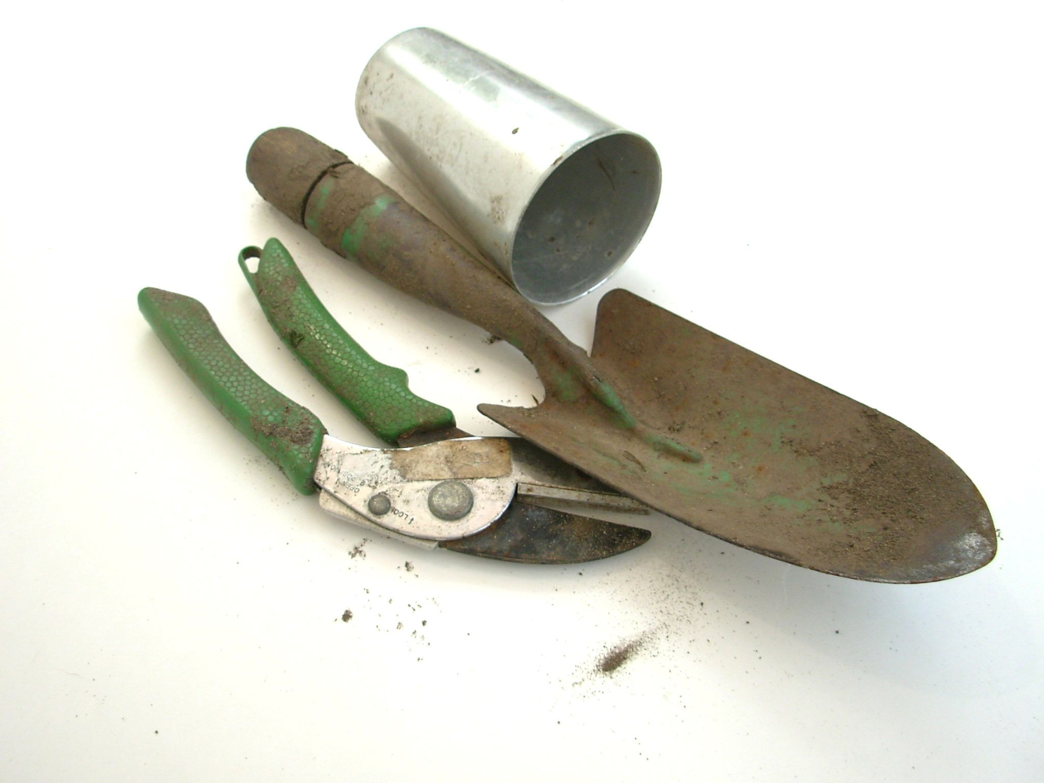Gardening tools you must have blooms today - Must tools small garden orchard ...